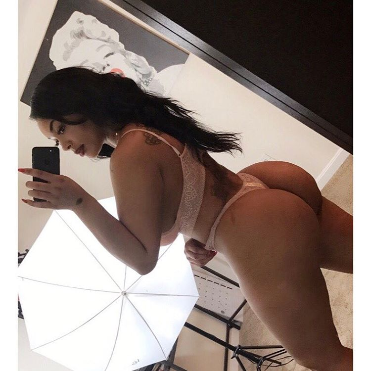 Camsoda model Creolebarbie Aundreana Rene taking selfie