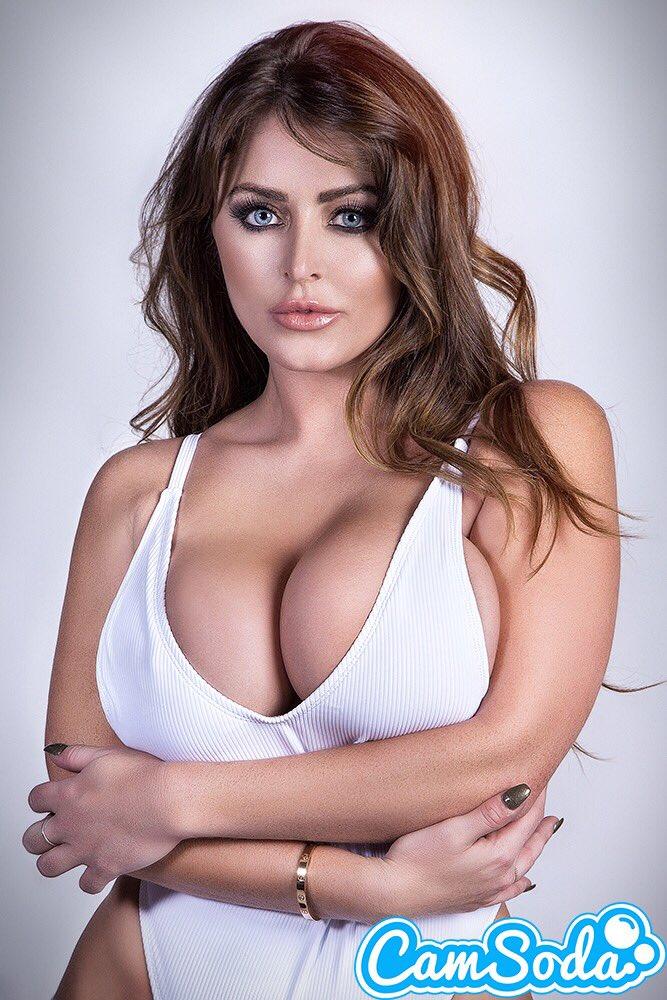 Camsoda.com pornstar camgirl Sophie Dee