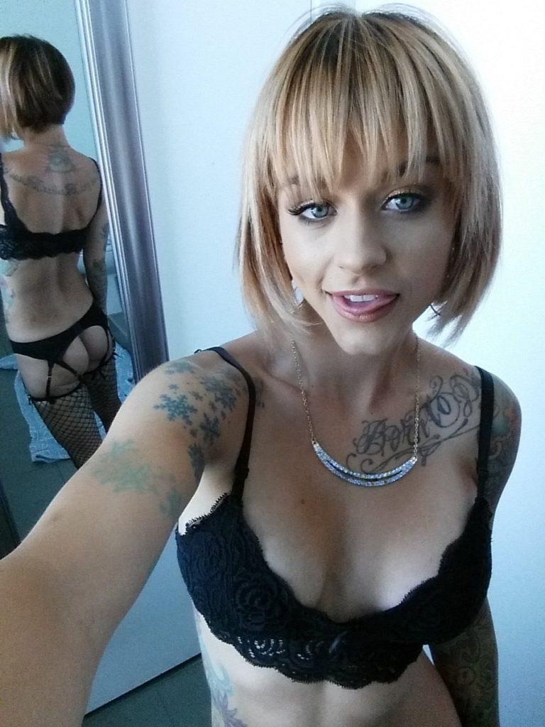inked pornstar Sammie Six takes selfie