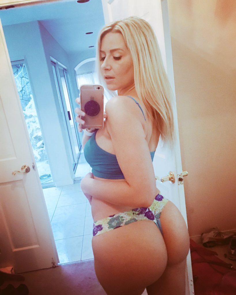 Camsoda porn star Anikka Albrite takes thong selfie