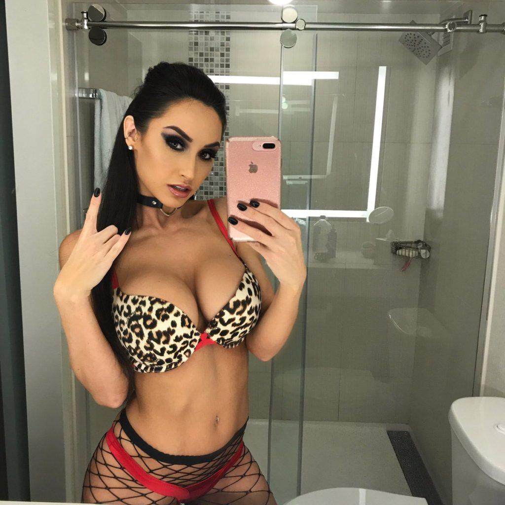 Camsoda camgirl Reya Sunshine takes sexy lingerie selfie