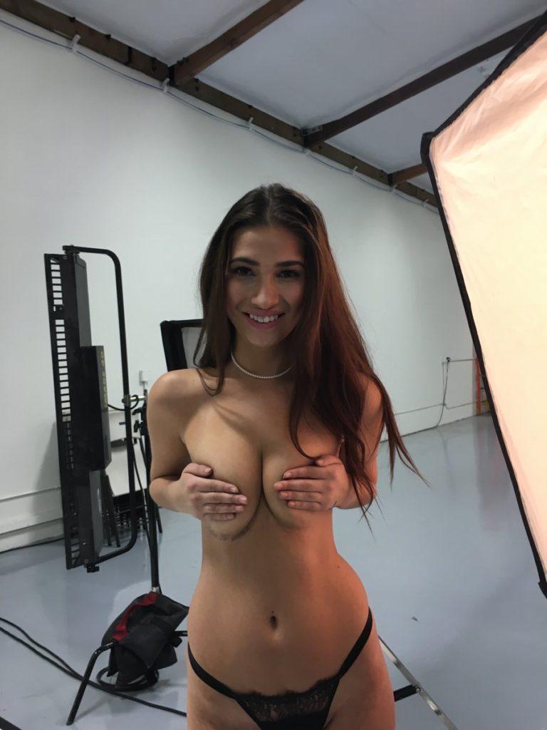 Olivia Nova handbra