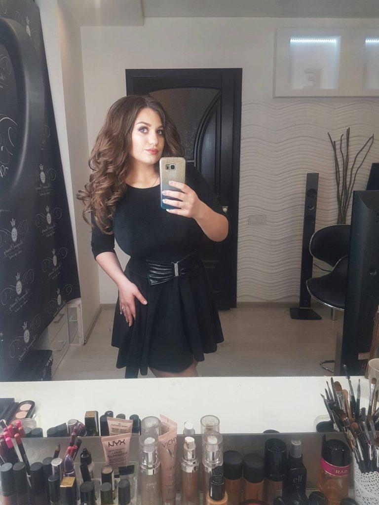 Camsoda.com camgirl and glamour model Demmy Blaze takes selfie
