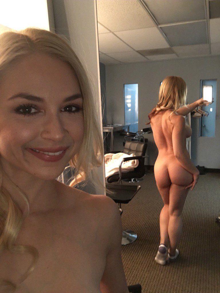 nude selfie by Sarah Vandella