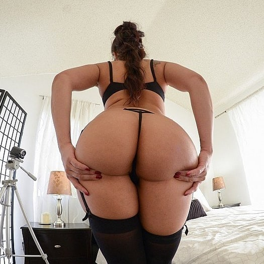 PAWG Sheena Ryder in thong