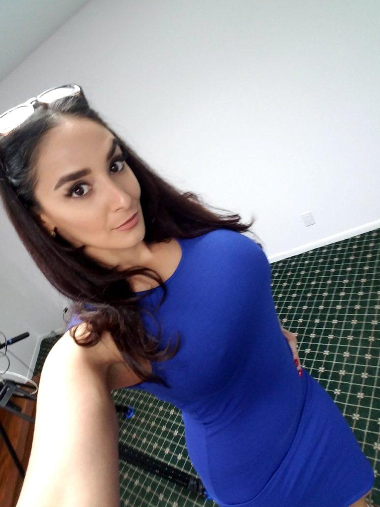 CherryPimps.com porn star Sheena Ryder takes selfie