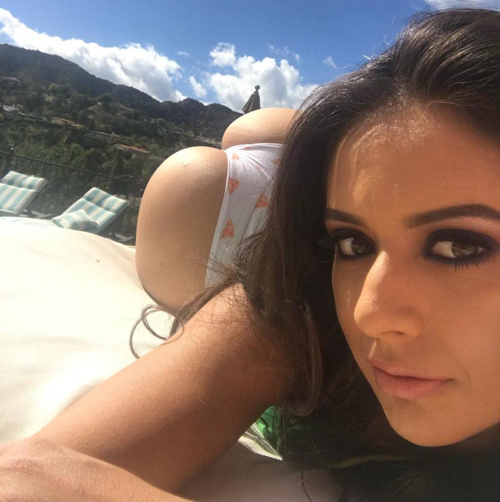 bikini booty selfie by Jynx Maze