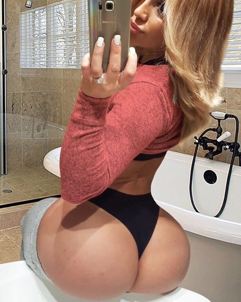 sexy booty by Victoria Lomba