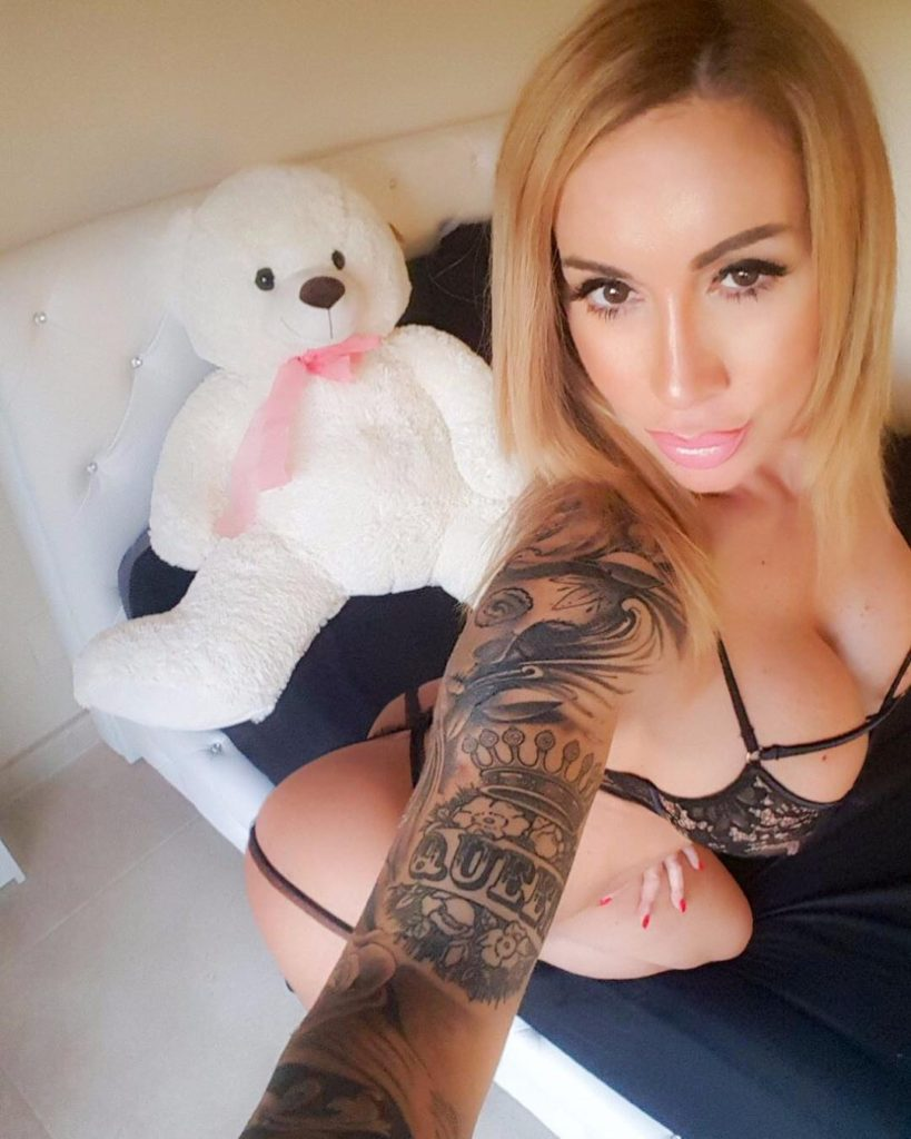 selfie by Camsoda.com camgirl Victoria Lomba