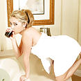 Sarah Peachez in bathtub - image control.gallery.php